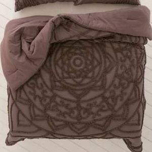 Urban Outfitters Full/Queen Comforter